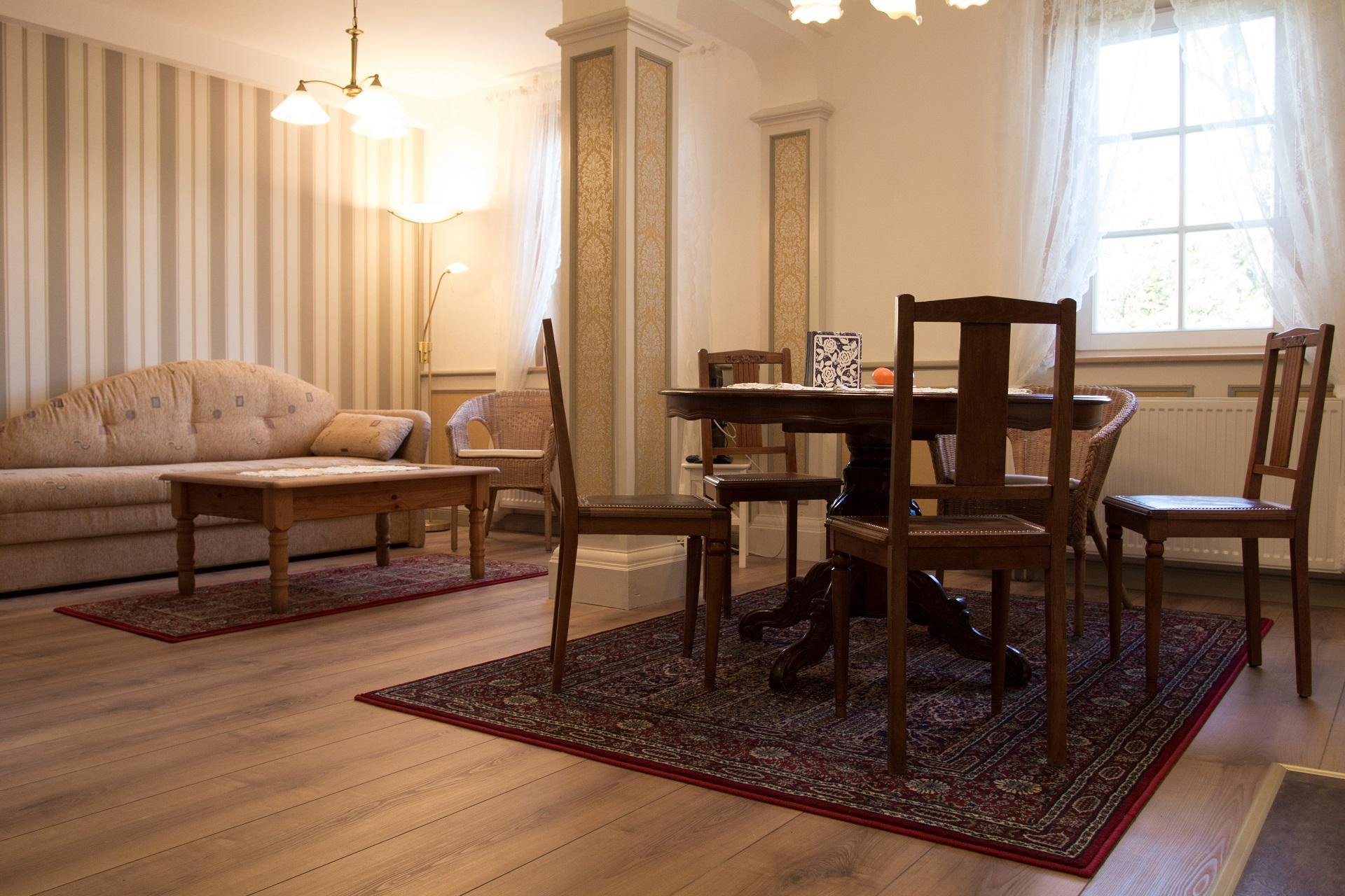 Ferienwohnung Ratssaal - Wohn- und Essbereich